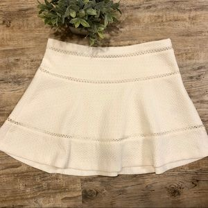 👑 Banana Republic White textured skirt